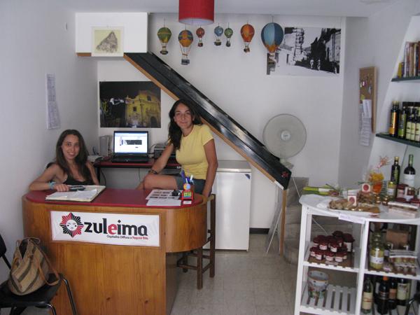Chiara e Alice nella sede di Zuleima