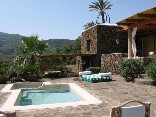 Pantelleria spiagge e dammusi viaggi e vacanze - Dammusi con piscina pantelleria ...