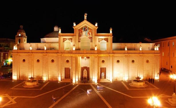 cattedrale di manfredonia foto
