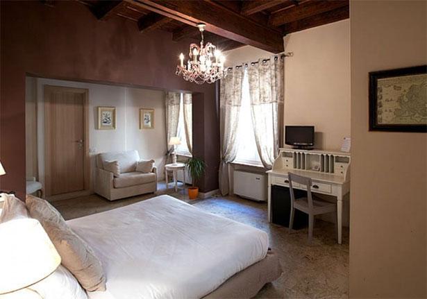 Una delle camere dell'Hotel Broletto