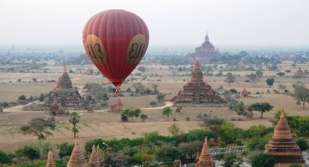 bagan in mongolfiera